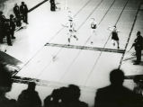 Ralph Metcalfe edges Emmett Toppino in 60-meter sprint, 1933