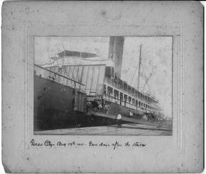[Loading a passenger ship in Texas City in 1915]