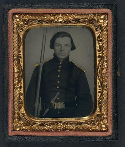 [Unidentified soldier in Union uniform and shoulder scales with musket and knife]