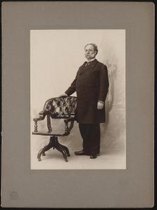 [Civil War veteran Wilmon Whilldin Blackmar with Grant's chair]