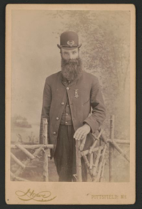 [Unidentified Civil War veteran with medal and G.A.R. pin]