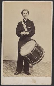 [Unidentified soldier in Union uniform with drum]
