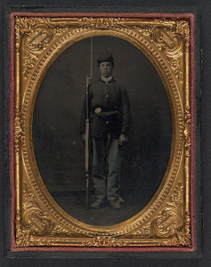 [Unidentified young soldier in Union sack coat with bayoneted musket]