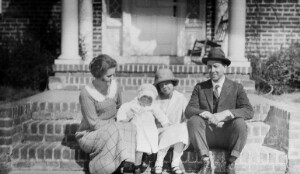 Helen Davis center, with two unidentified girls. Possibly at 3907 Seminary Avenue.