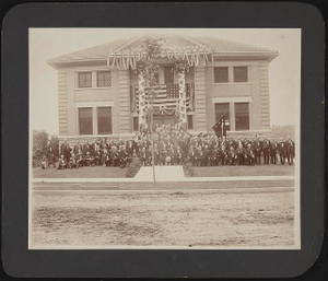 [Civil War veterans of the 92nd Illinois Infantry Regiment at a reunion]
