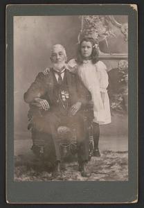 [Unidentified Civil War veteran with young girl, Hazel Miner]